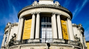 Théâtre bleu et jaune
